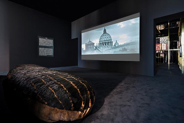 """Выставка """"Fendi Roma. Мастера мечты"""" в Риме (фото 11)"""