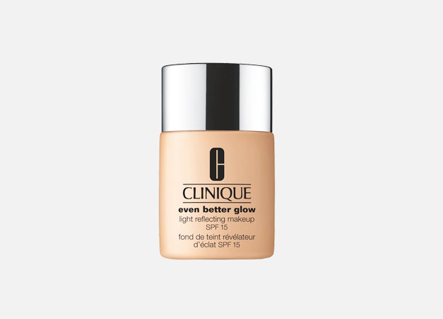 Even Better Glow Light Reflecting Makeup SPF 15 от Clinique, 3300 руб.