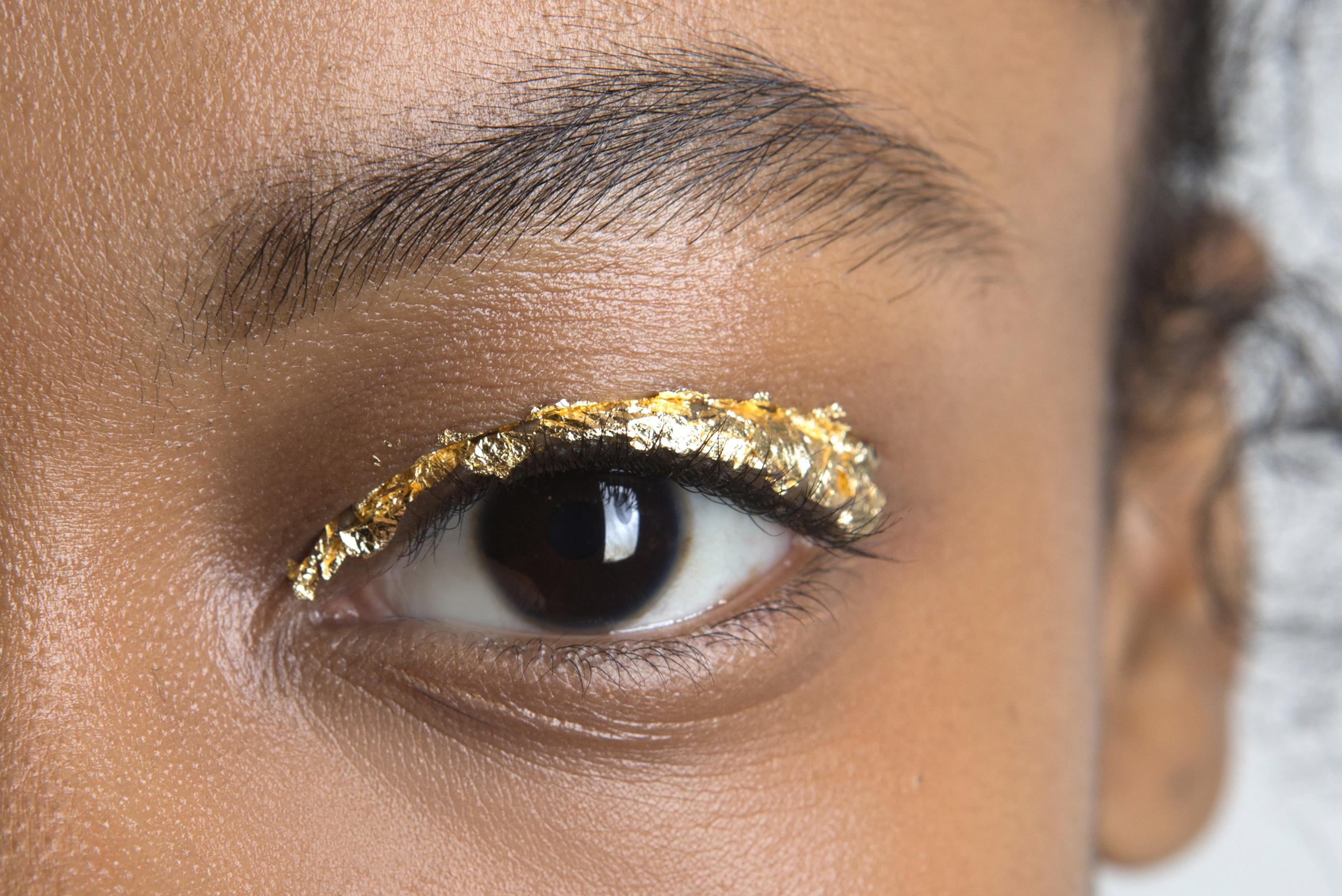 Как повторить макияж с фольгой с показа Ulla Johnson (фото 3)