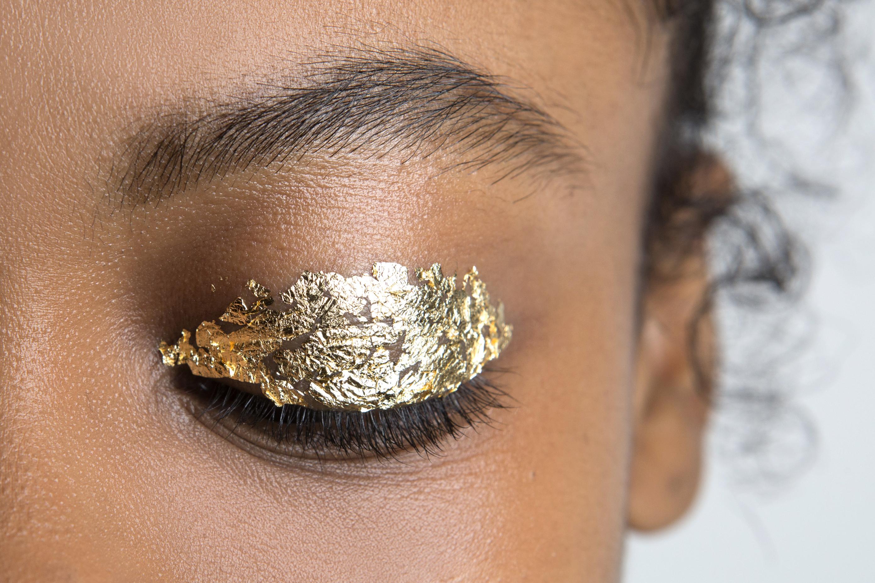 Как повторить макияж с фольгой с показа Ulla Johnson (фото 2)