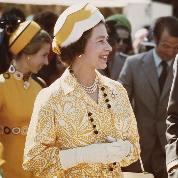 Как повторить культовый образ: Елизавета II и королевский дресс-код (фото 3)