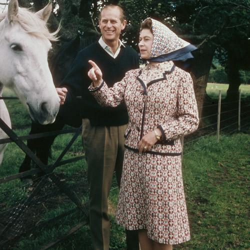 Как повторить культовый образ: Елизавета II и королевский дресс-код (фото 2)