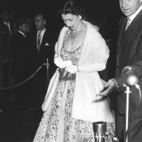 Как повторить культовый образ: Елизавета II и королевский дресс-код (фото 1)