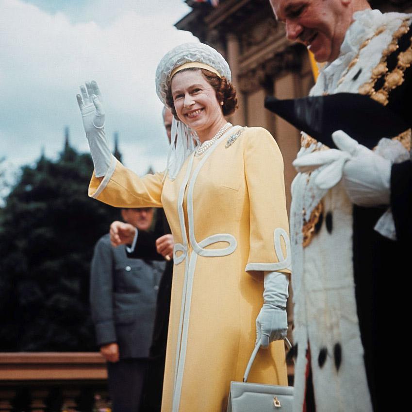 Как повторить культовый образ: Елизавета II и королевский дресс-код (фото 5)