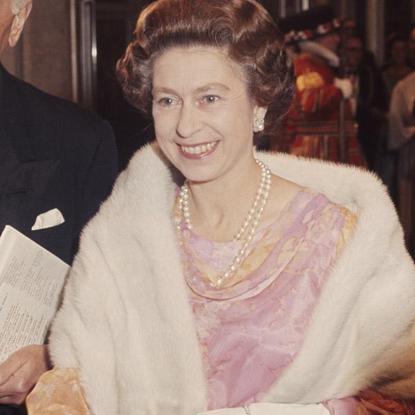 Как повторить культовый образ: Елизавета II и королевский дресс-код (фото 4)