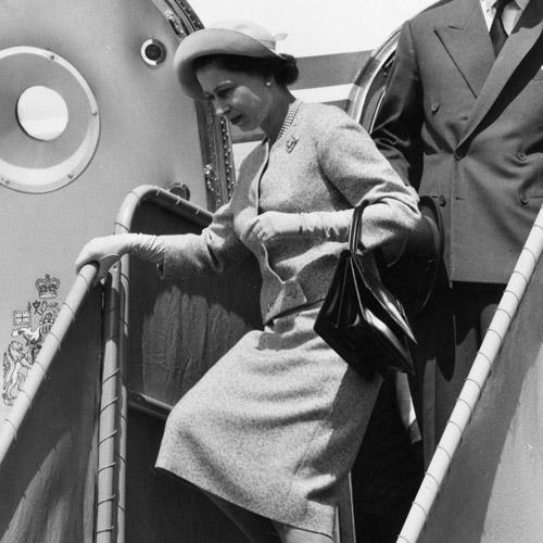 Как повторить культовый образ: Елизавета II и королевский дресс-код (фото 7)