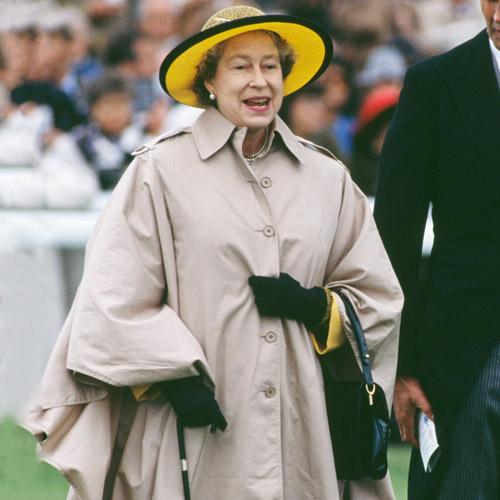 Как повторить культовый образ: Елизавета II и королевский дресс-код (фото 9)