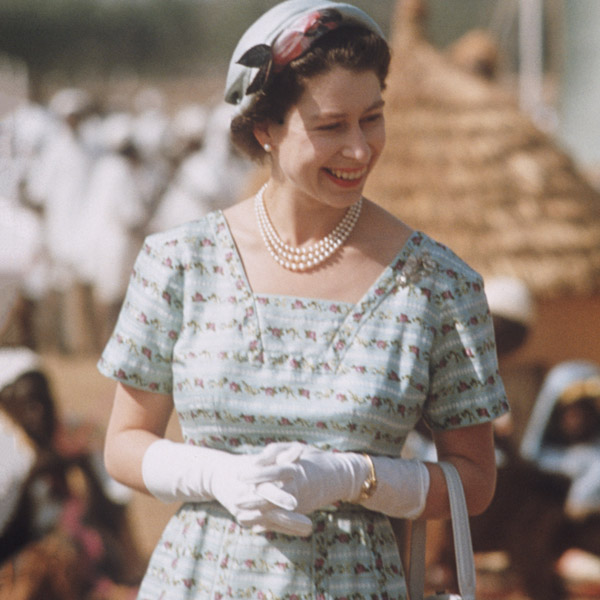 Как повторить культовый образ: Елизавета II и королевский дресс-код (фото 8)