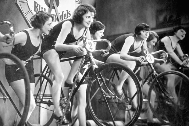 Бадминтон, йога в парках и велосипед: каким спортом заниматься этим летом (фото 1)
