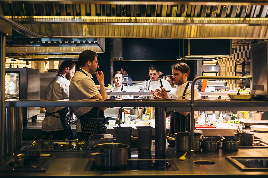 Все о ресторане Buro TSUM: как найти, что попробовать, есть ли завтраки и веранда (фото 2)