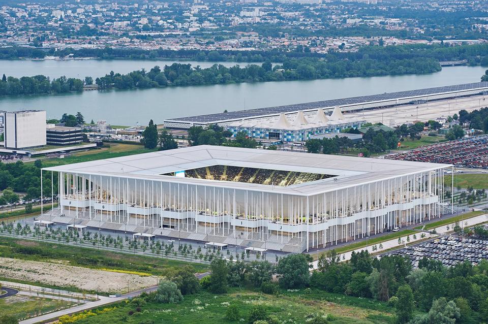 Лучшие футбольные стадионы мира (фото 3)