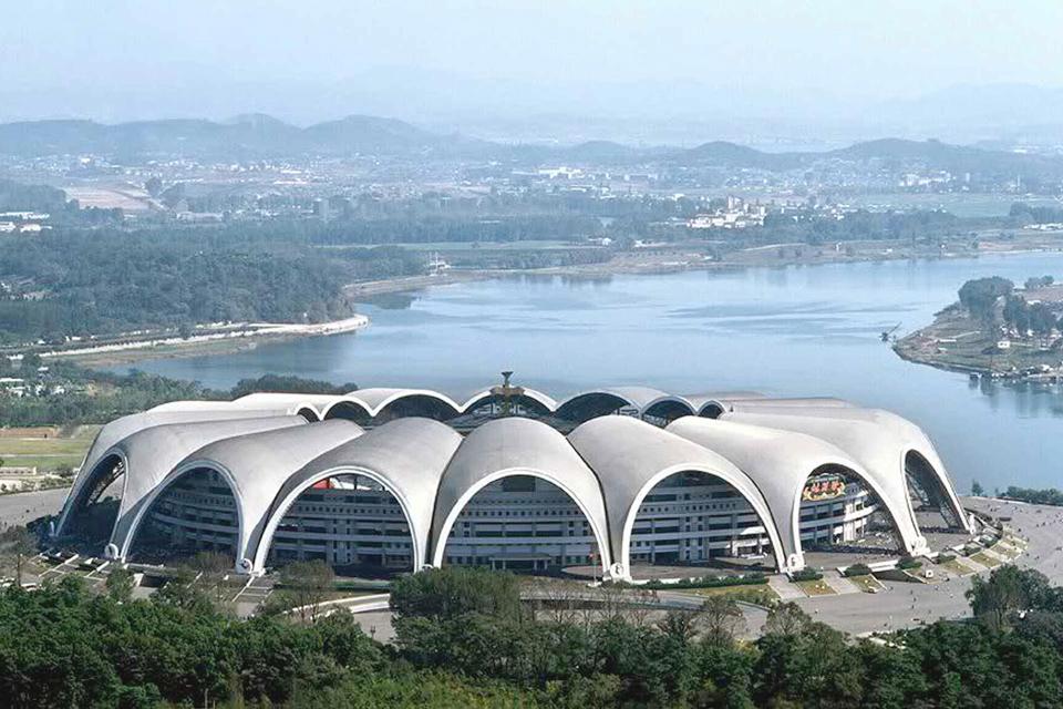 Лучшие футбольные стадионы мира (фото 4)