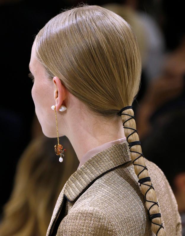 Неделя высокой моды в Париже, осень-зима 2018: тенденции в прическах (фото 2)