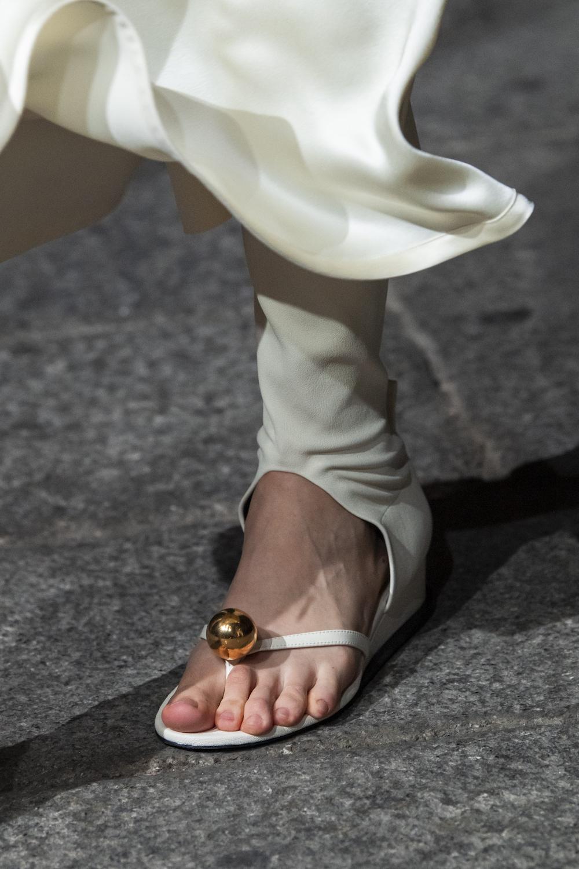 Обувь сезона весна-лето 2020: вьетнамки, вязаные сапоги и «мамины мюли» (фото 6)