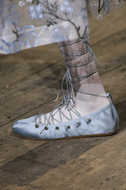 Обувь сезона весна-лето 2020: вьетнамки, вязаные сапоги и «мамины мюли» (фото 17)