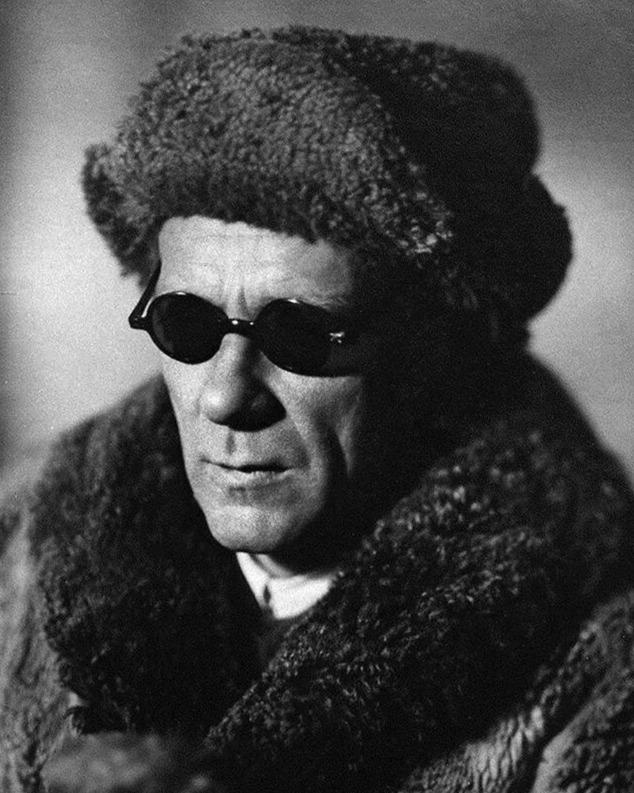 С охапкой дров, зато в монокле: Михаил Булгаков как икона декадентского стиля (фото 19)