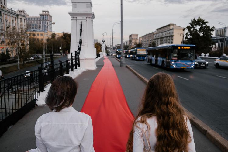 На Тверском мосту в Москве прошла акция солидарности с белорусами (фото 2)