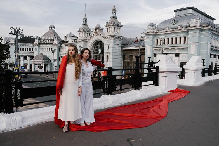 На Тверском мосту в Москве прошла акция солидарности с белорусами (фото 1)