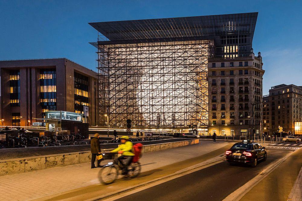 Сила света: 6 лучших примеров новой стеклянной архитектуры (фото 9)