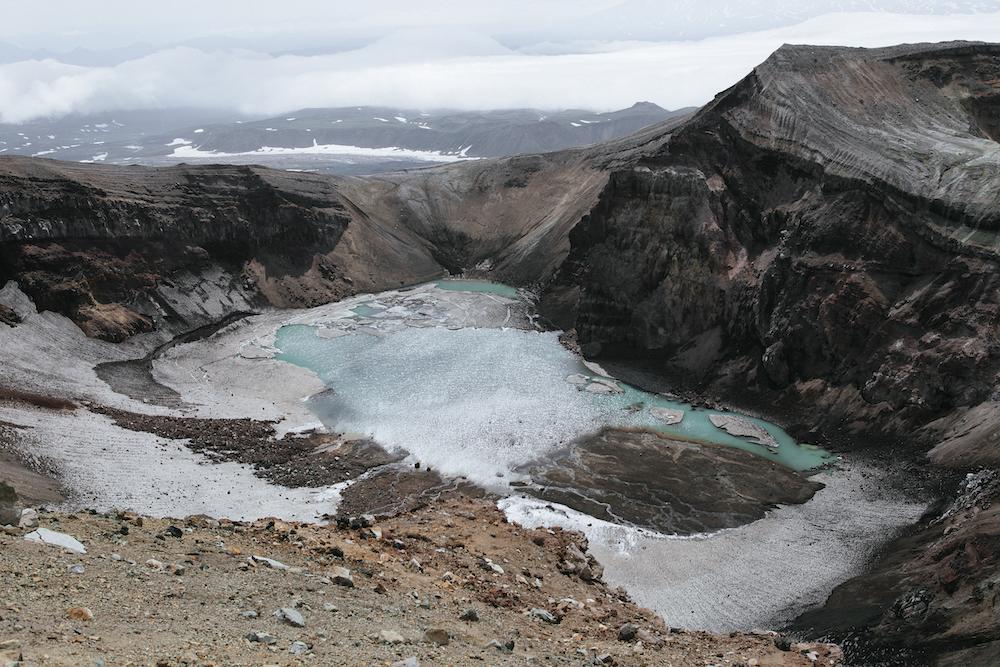 Вулканы, космические пейзажи и дружелюбные медведи: экспедиция на Камчатку, которую вы не забудете (фото 2)