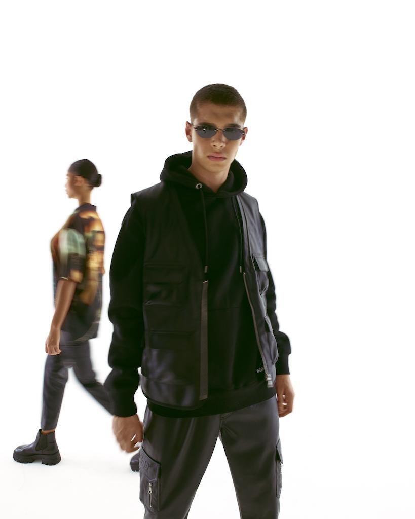 Pull & Bear выпустил рубашки и куртки с кадрами из «Матрицы» (фото 6)