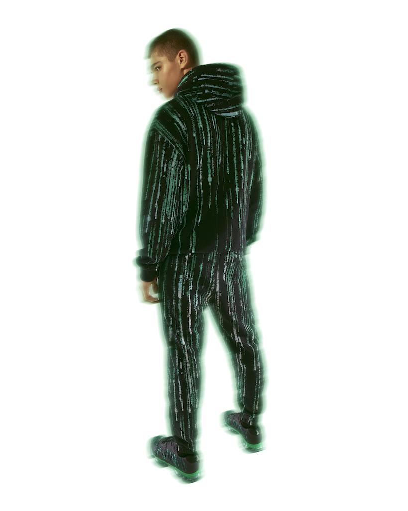 Pull & Bear выпустил рубашки и куртки с кадрами из «Матрицы» (фото 7)