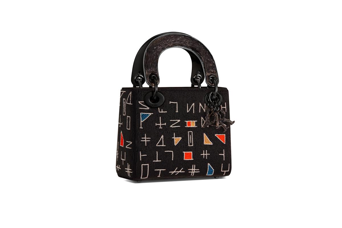 В Москве появились новые арт-сумки Lady Dior (фото 8)
