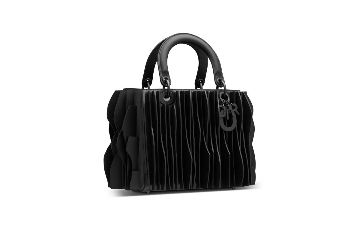 В Москве появились новые арт-сумки Lady Dior (фото 13)
