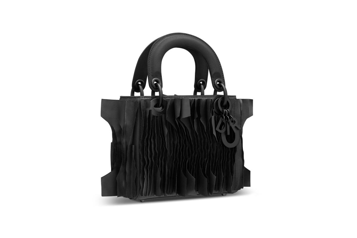 В Москве появились новые арт-сумки Lady Dior (фото 12)