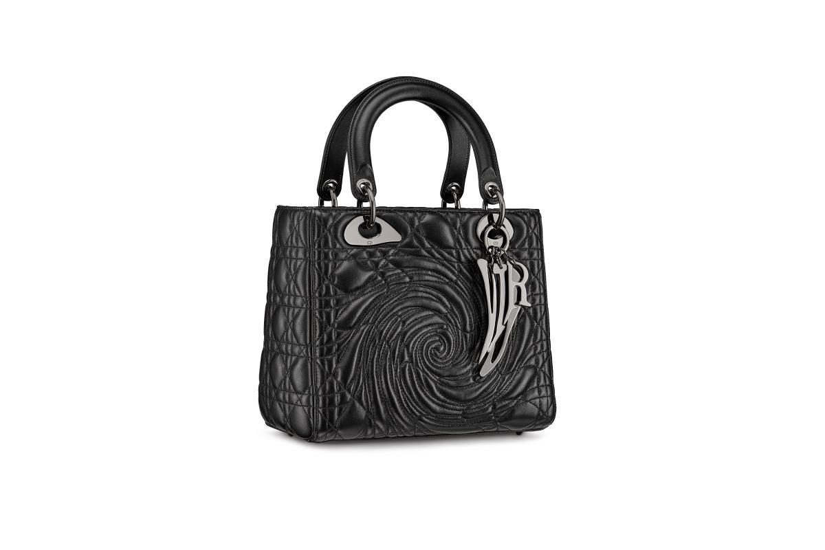В Москве появились новые арт-сумки Lady Dior (фото 17)