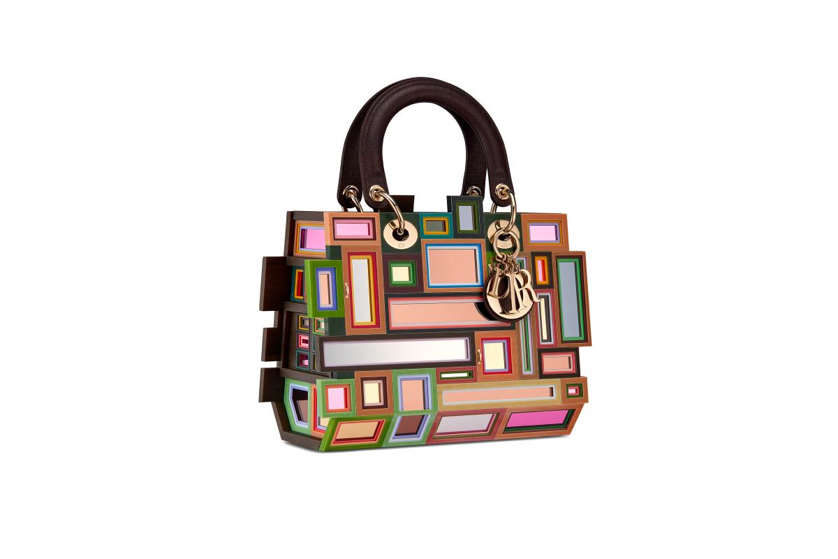 В Москве появились новые арт-сумки Lady Dior (фото 19)