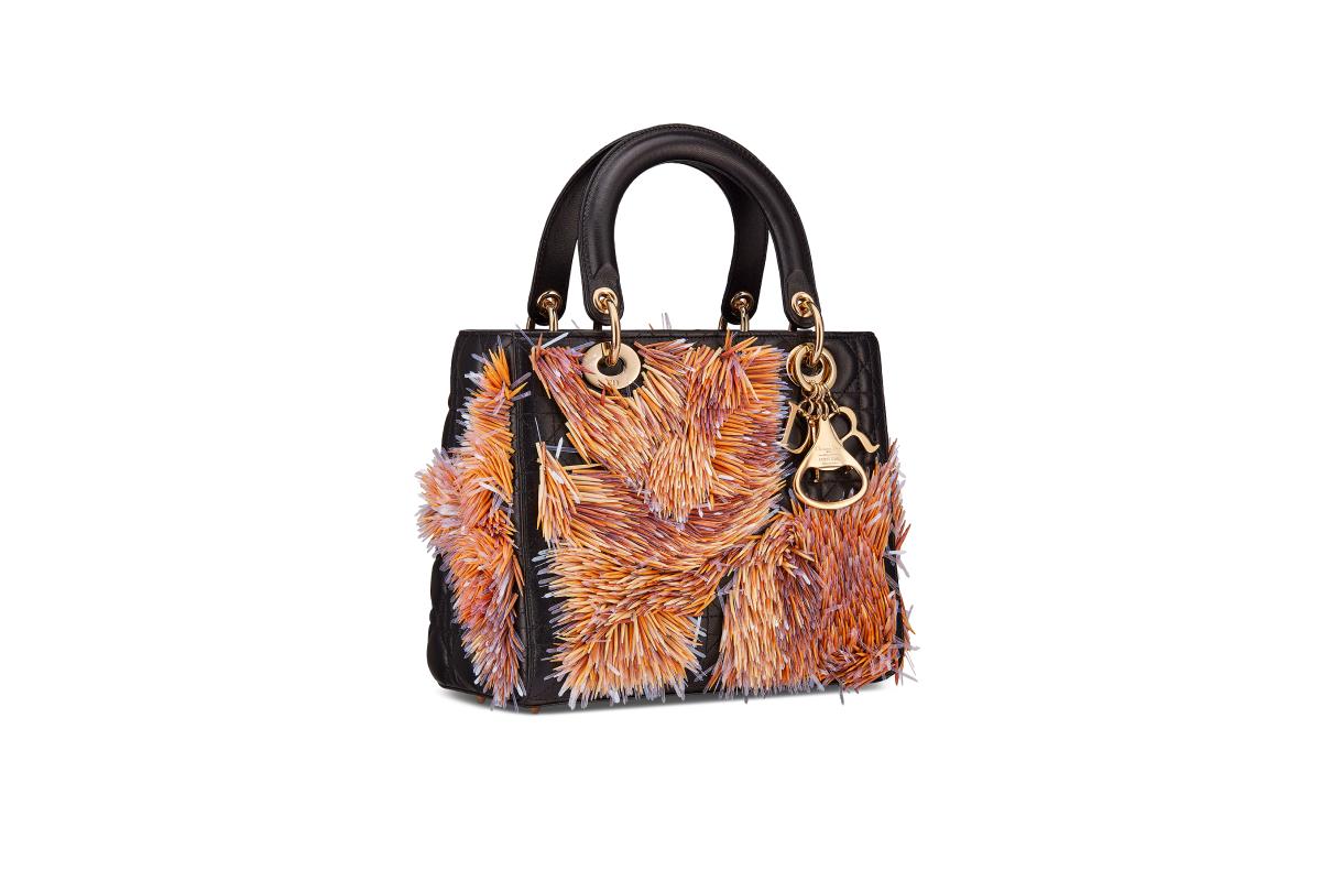 В Москве появились новые арт-сумки Lady Dior (фото 3)