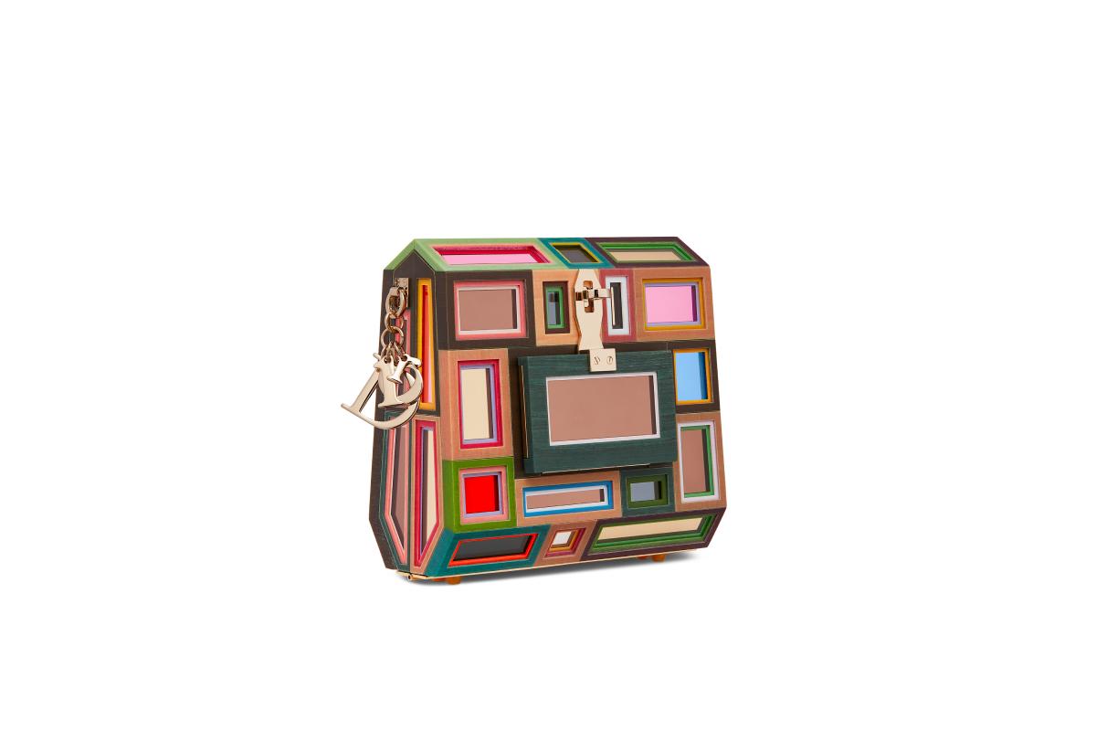 В Москве появились новые арт-сумки Lady Dior (фото 20)