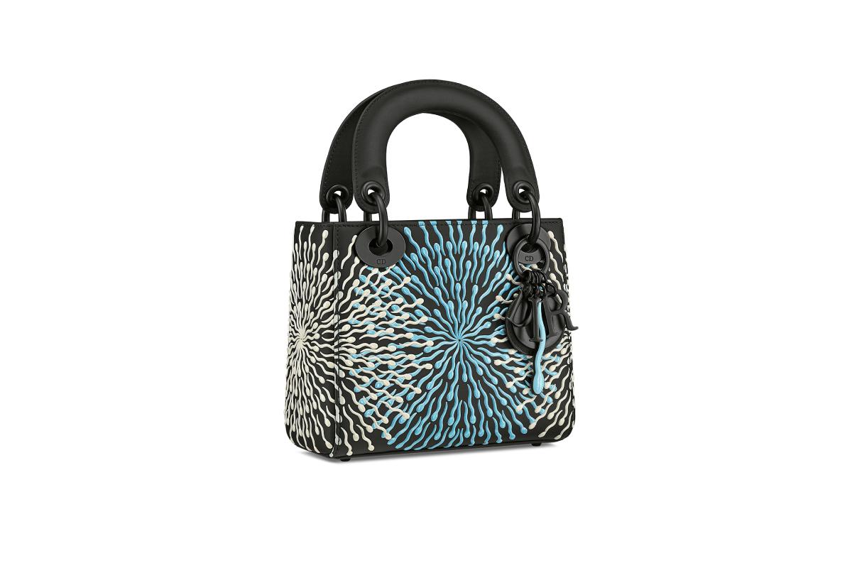 В Москве появились новые арт-сумки Lady Dior (фото 2)
