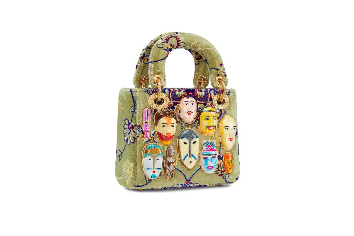 В Москве появились новые арт-сумки Lady Dior (фото 14)
