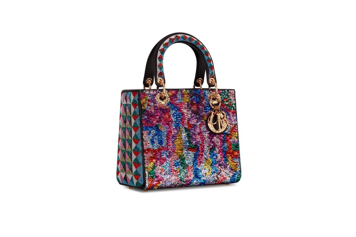 В Москве появились новые арт-сумки Lady Dior (фото 16)