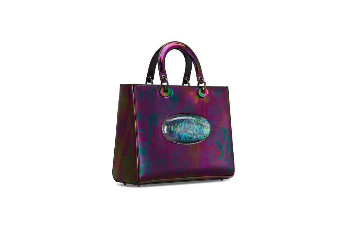 В Москве появились новые арт-сумки Lady Dior (фото 11)