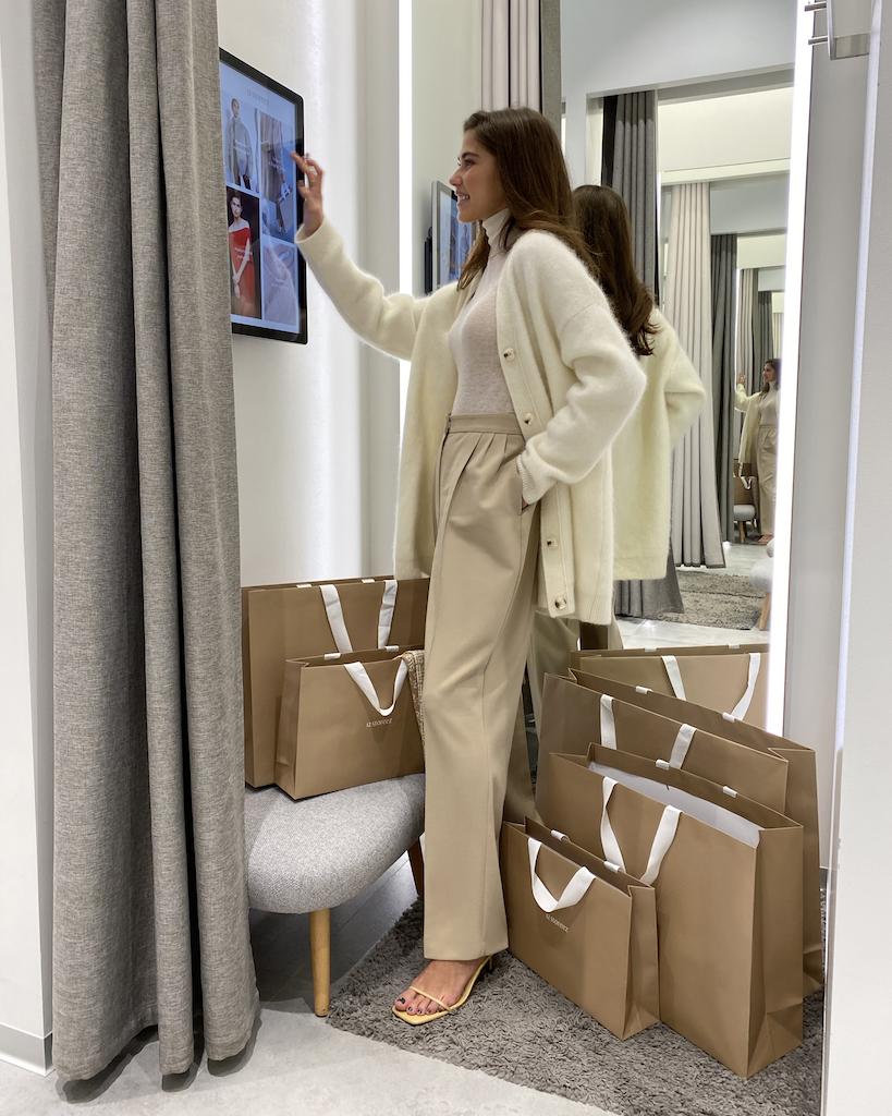 12Storeez открыл свой первый магазин с интерактивными примерочными (фото 2)