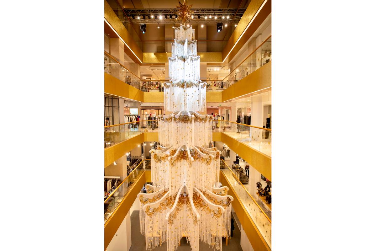 В ЦУМе появилась новогодняя елка Swarovski (фото 1)