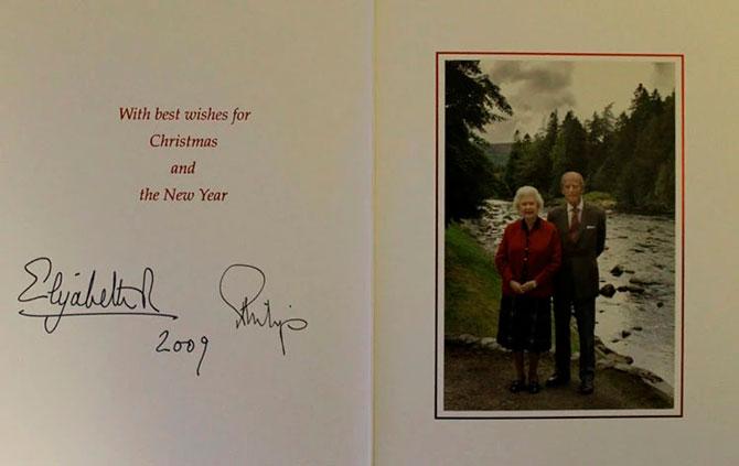 В Сети появились коллекционные рождественские открытки Елизаветы II (фото 5)