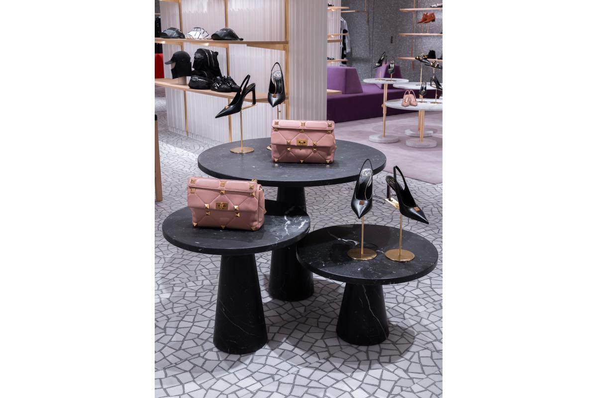 В «БарвихеLuxuryVillage» открылся обновленный бутик Valentino (фото 11)