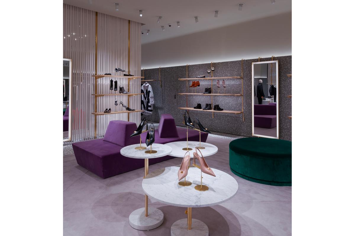 В «БарвихеLuxuryVillage» открылся обновленный бутик Valentino (фото 6)