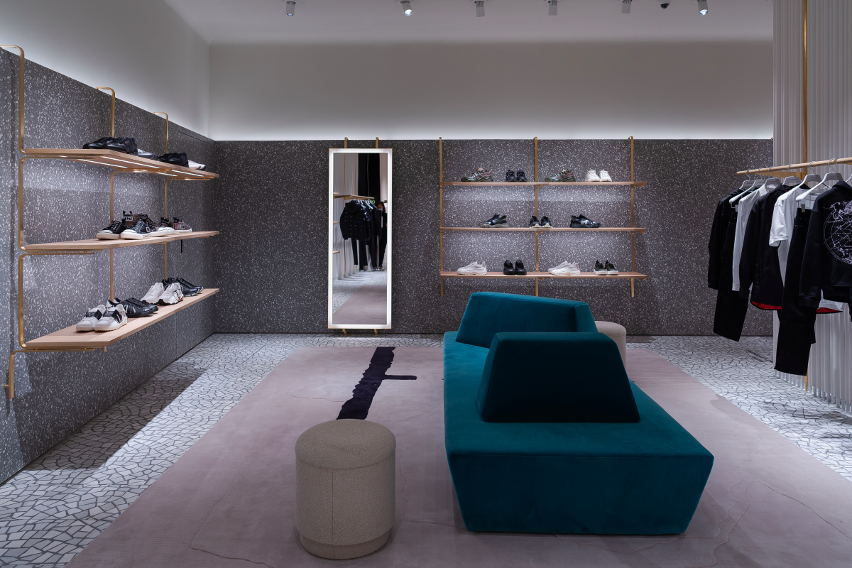 В «БарвихеLuxuryVillage» открылся обновленный бутик Valentino (фото 3)