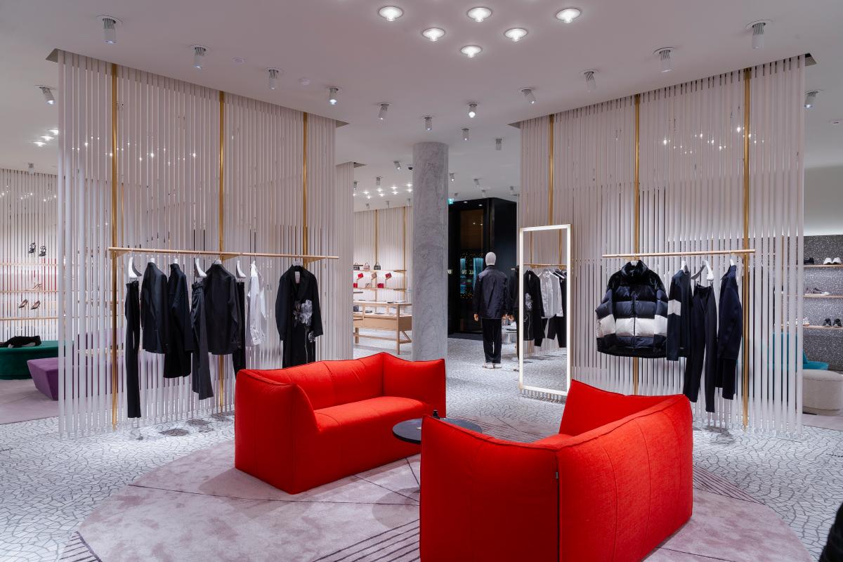 В «БарвихеLuxuryVillage» открылся обновленный бутик Valentino (фото 1)