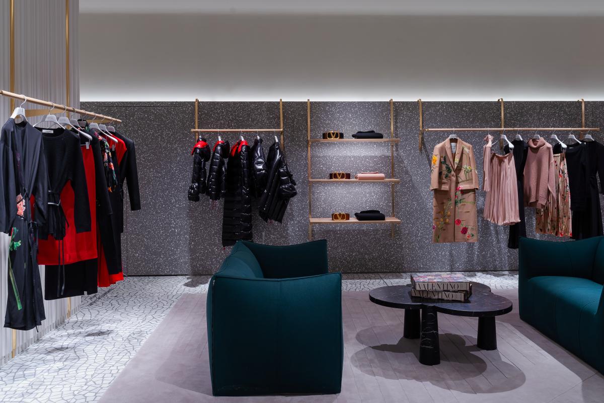 В «БарвихеLuxuryVillage» открылся обновленный бутик Valentino (фото 5)