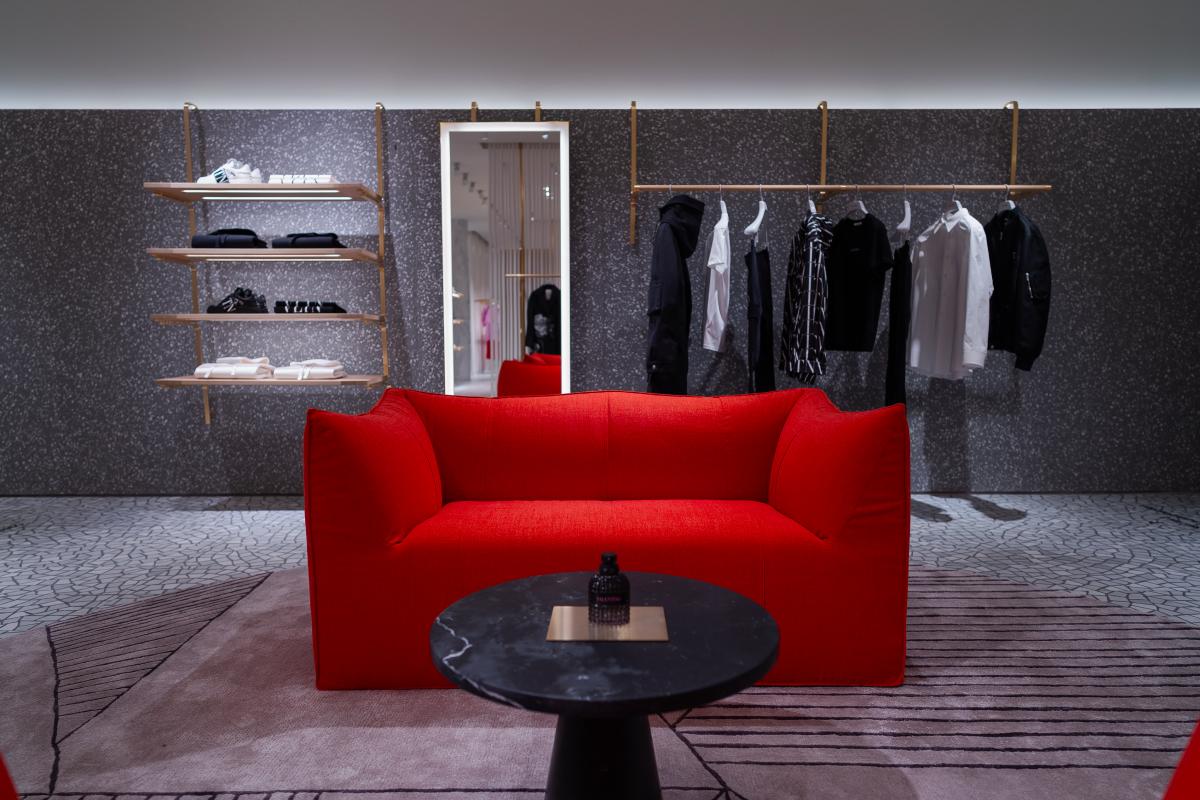 В «БарвихеLuxuryVillage» открылся обновленный бутик Valentino (фото 2)