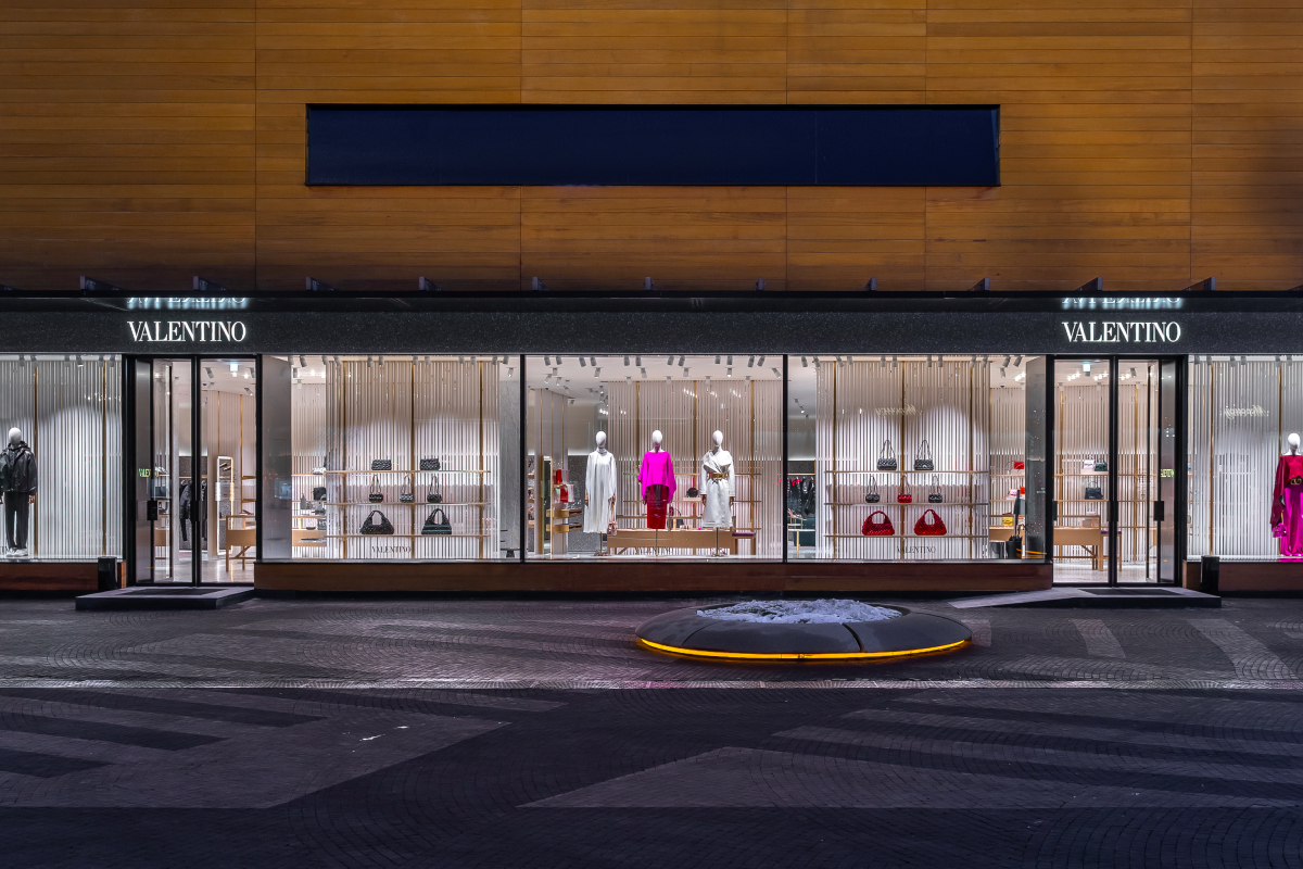 В «БарвихеLuxuryVillage» открылся обновленный бутик Valentino (фото 12)