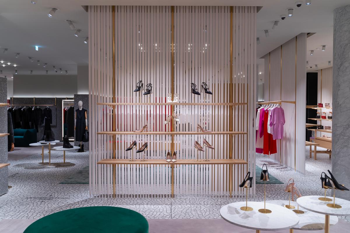 В «БарвихеLuxuryVillage» открылся обновленный бутик Valentino (фото 7)