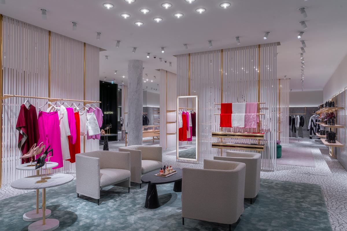 В «БарвихеLuxuryVillage» открылся обновленный бутик Valentino (фото 10)