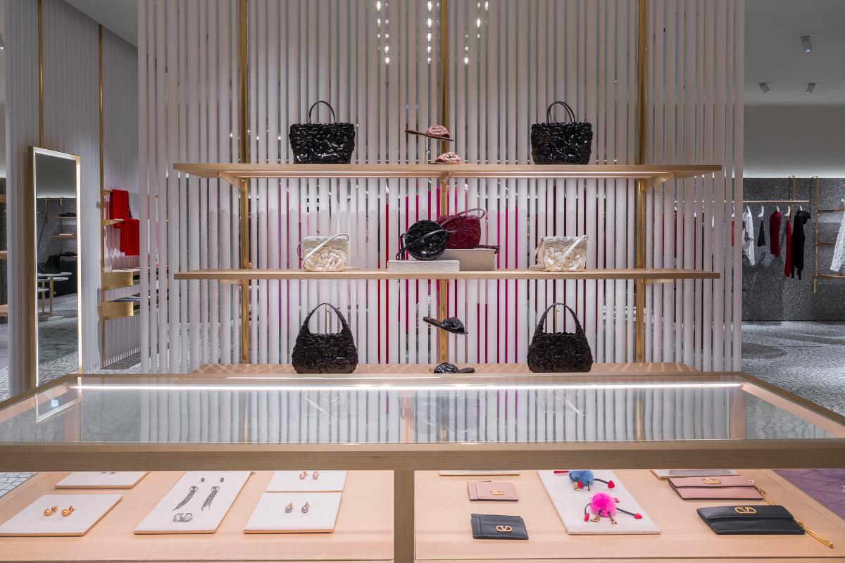 В «БарвихеLuxuryVillage» открылся обновленный бутик Valentino (фото 9)